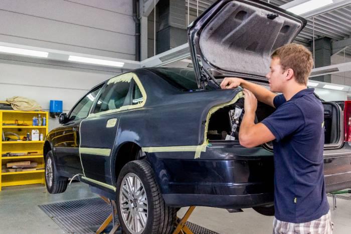 Service onderhoud voor uw voertuig for Garage carrosserie depannage 64